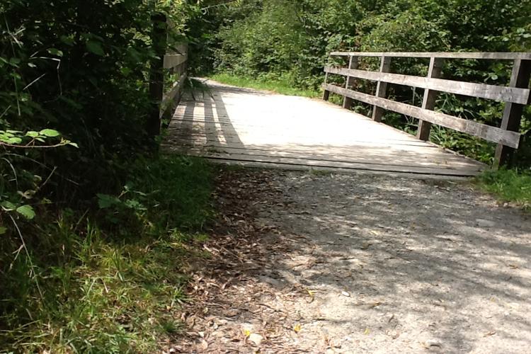 Brücke mit Absatz