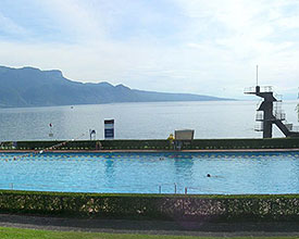 Outdoor pool with beach Vevey-Corseaux